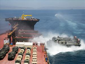 A Landing Craft Air Cushion arrives at the <i>USNS John Glenn</i> for the USPACOM Amphibious Leaders Symposium 2016 (PALS-16) at sea near Camp Pendleton, Calif., on July 13, 2016. (U.S. Marine Corps photo by Lance Cpl. Danny Gonzalez)