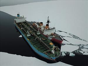 <i>Maersk Peary</i> delivers in Operation Deep Freeze